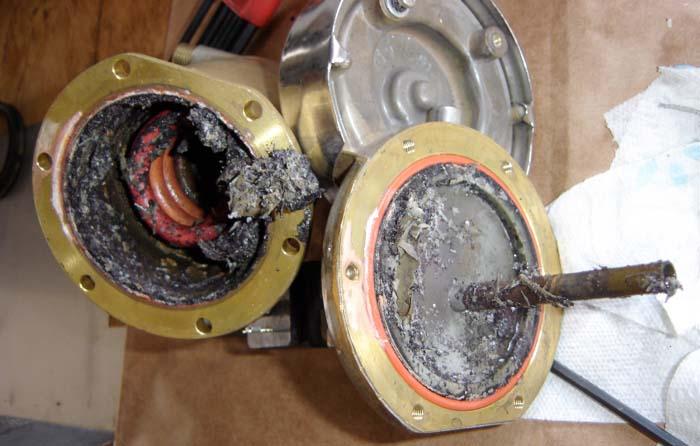 Kavos aparatų remontas - esspresso kavos aparato boilerispilnas kalkių bei nuosėdų